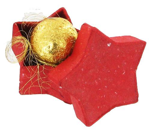 Rote Sternenschachtel mit Trüffelpraliné
